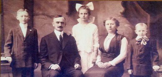 Le père de Donald Trump avec ses parents, son frère et sa sœur.